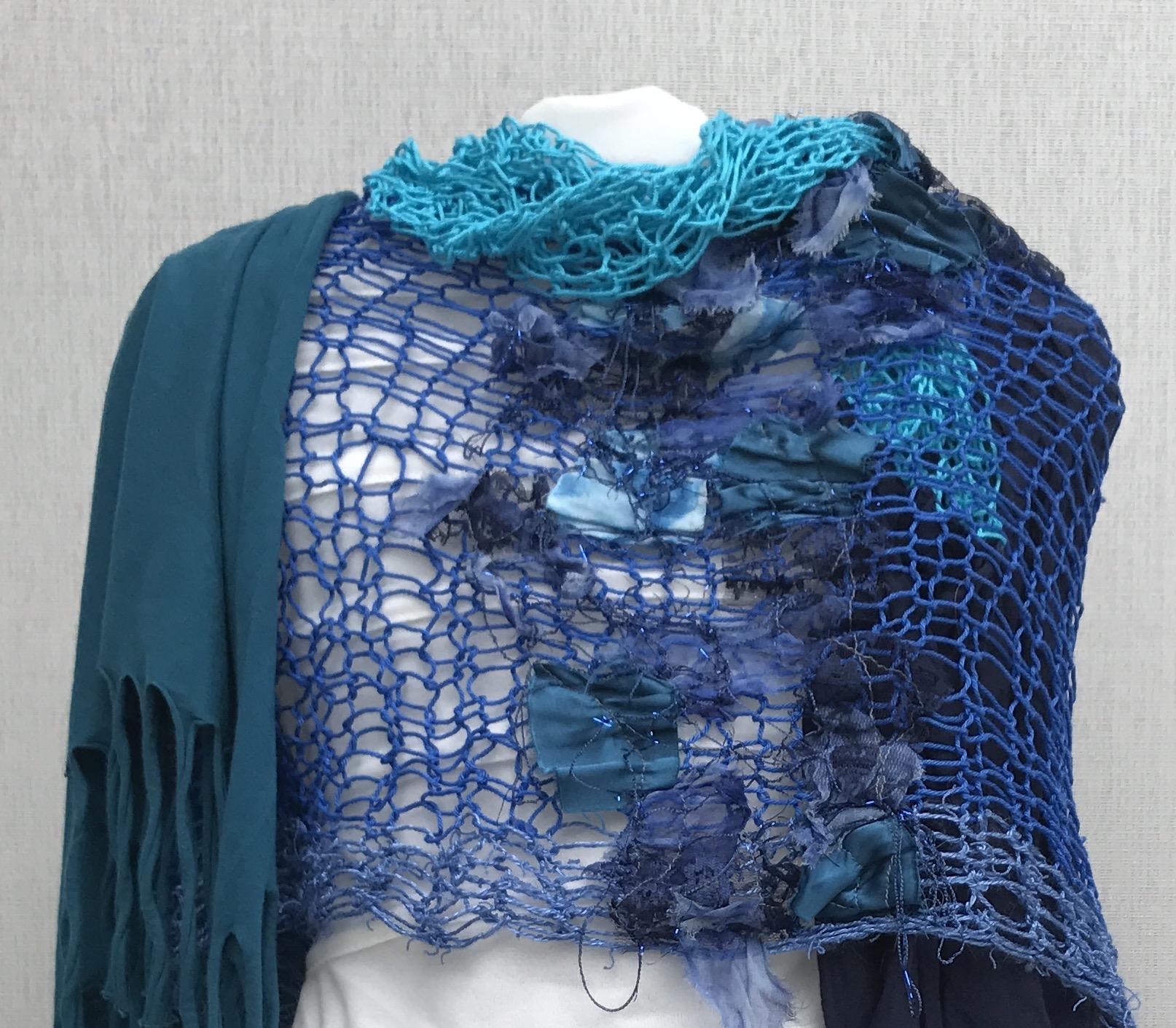 Schal Blautöne gestrickt/gefilzt/genäht