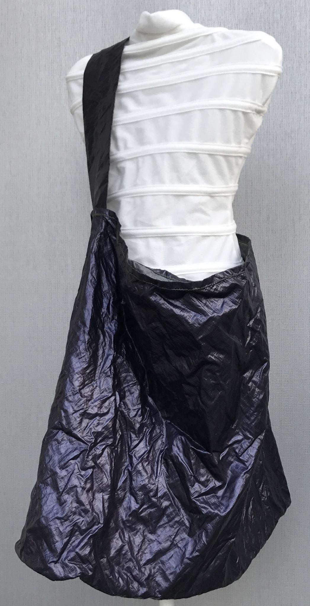 Riesige Umhängetasche lila metallic - sehr leicht! 00075