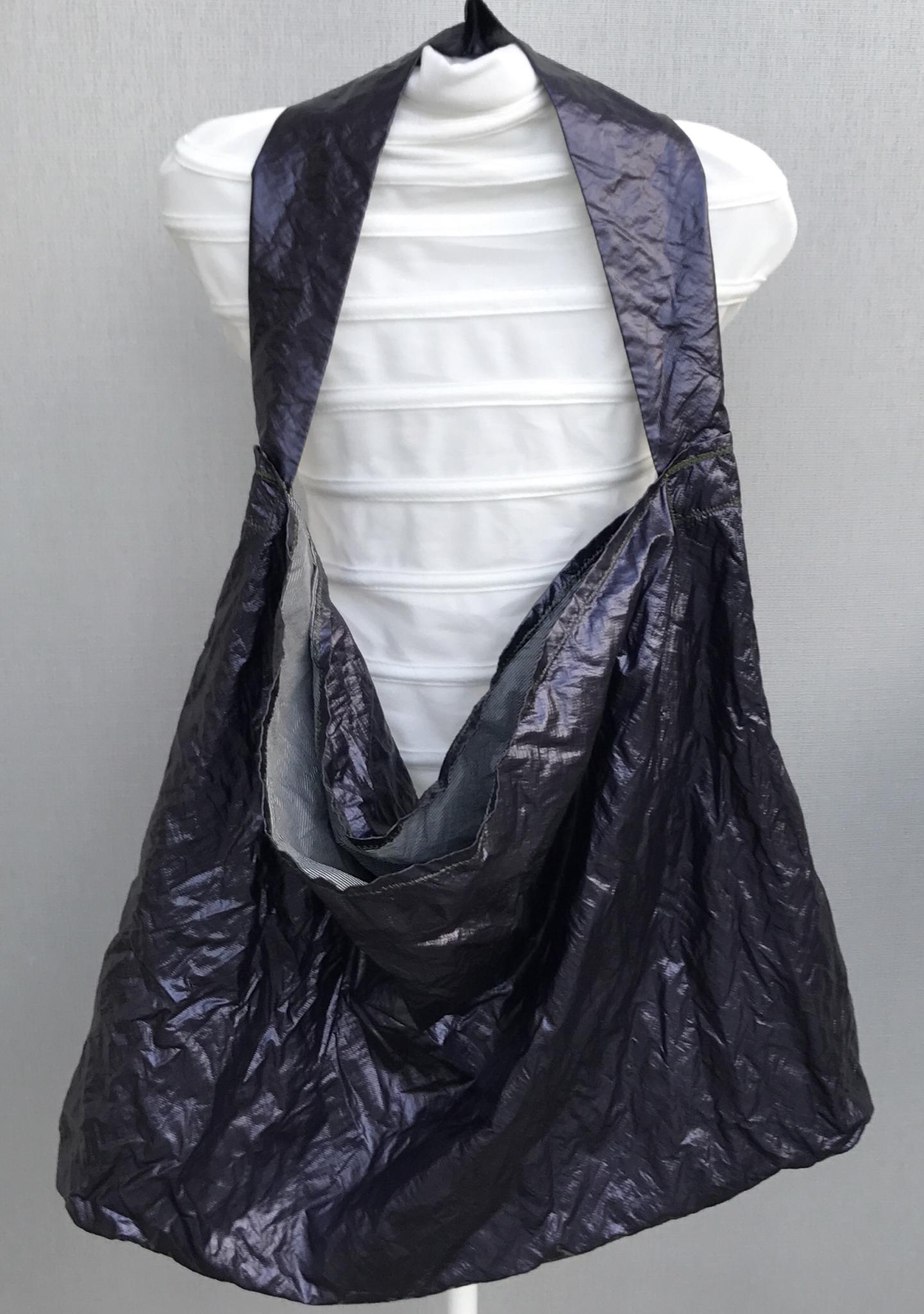 Riesige Umhängetasche lila metallic - sehr leicht!