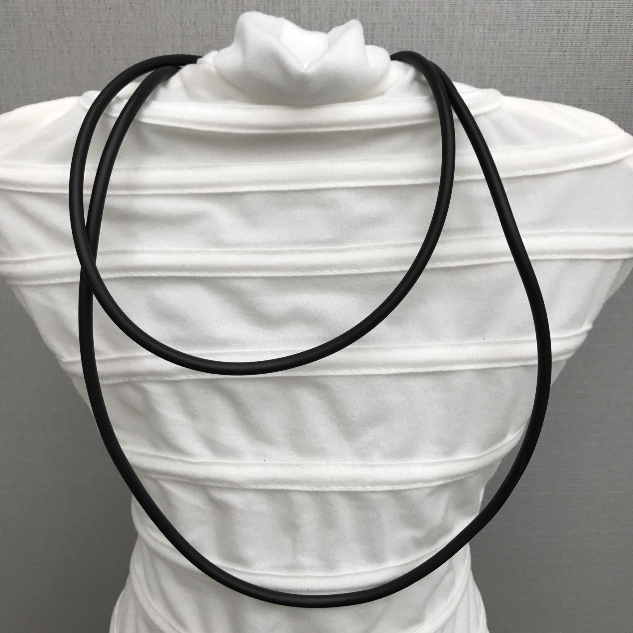 Anhänger länglich silber mit Blattmetall - beidseitig tragbar - Rückseite mit weißer Perle