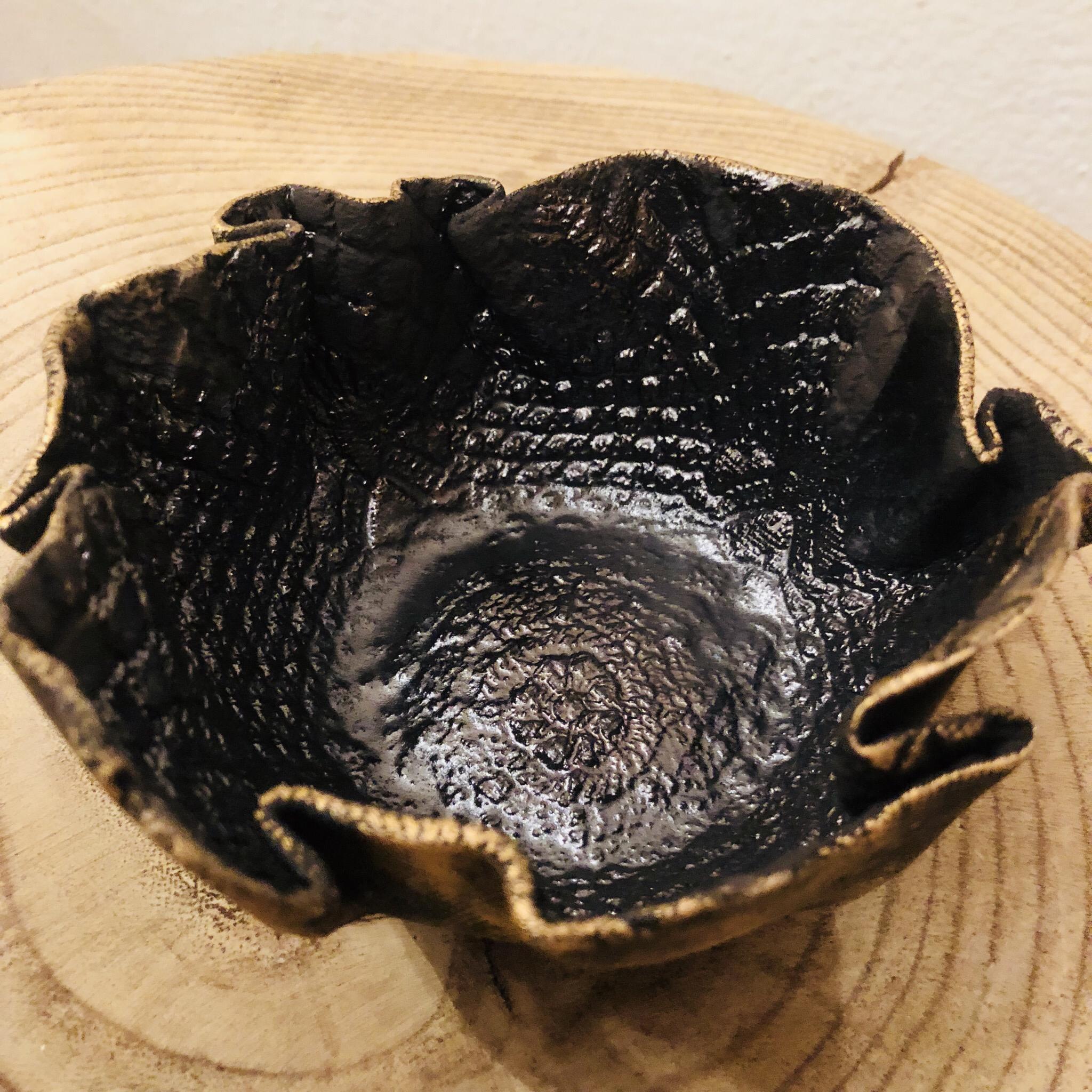 Schale/Windlicht aus Ton gold patiniert