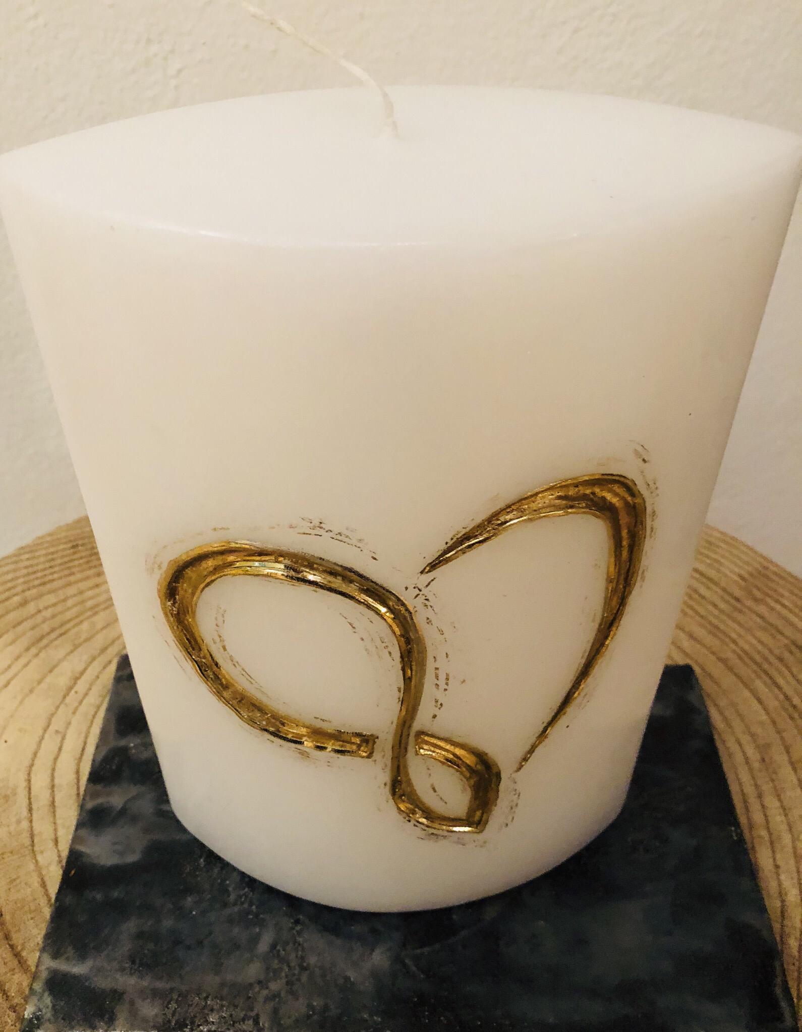 """Kerze Hochzeit, Ellipse weiß getaucht, geschnitzt, """"endloses"""" Herz, Wachsstreifen und Blattmetall gold - gravierfähig"""