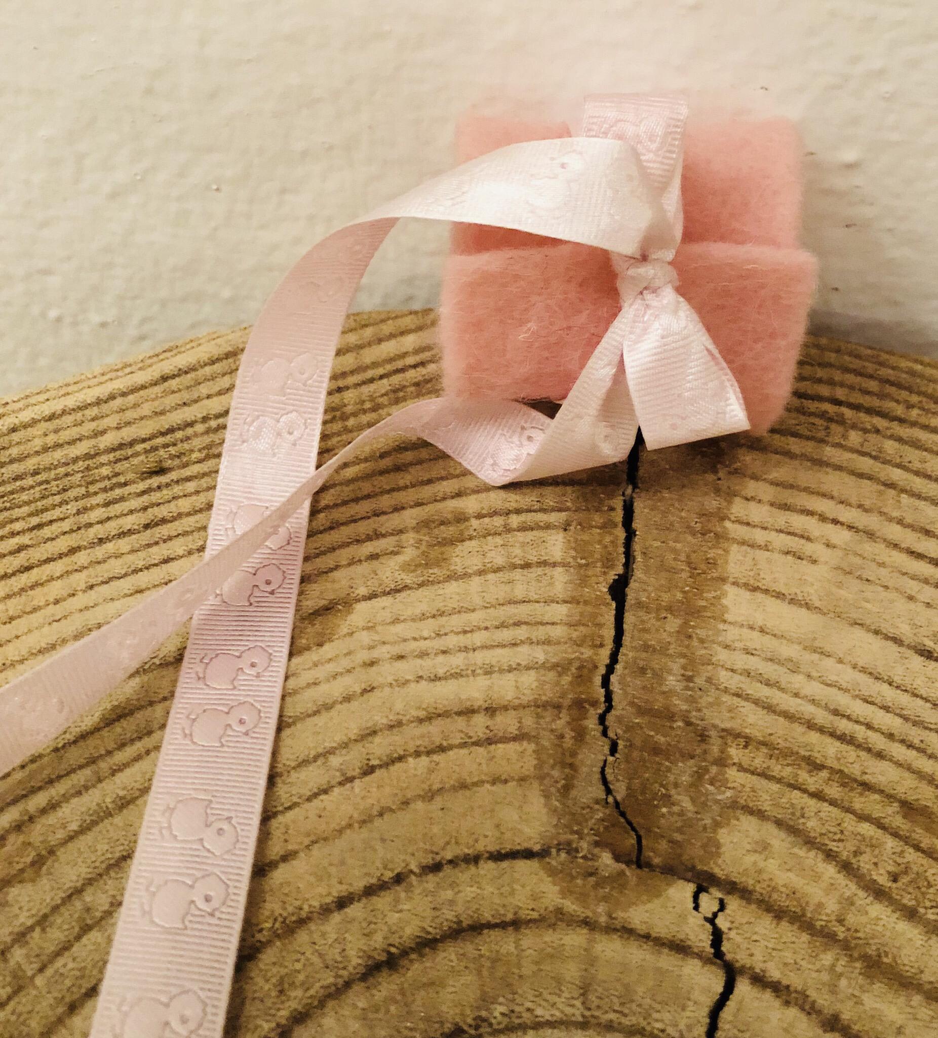 Tropfschutz für Taufkerze Mädchen - Filzmanschette mit Satinband Entchen rosa 25041