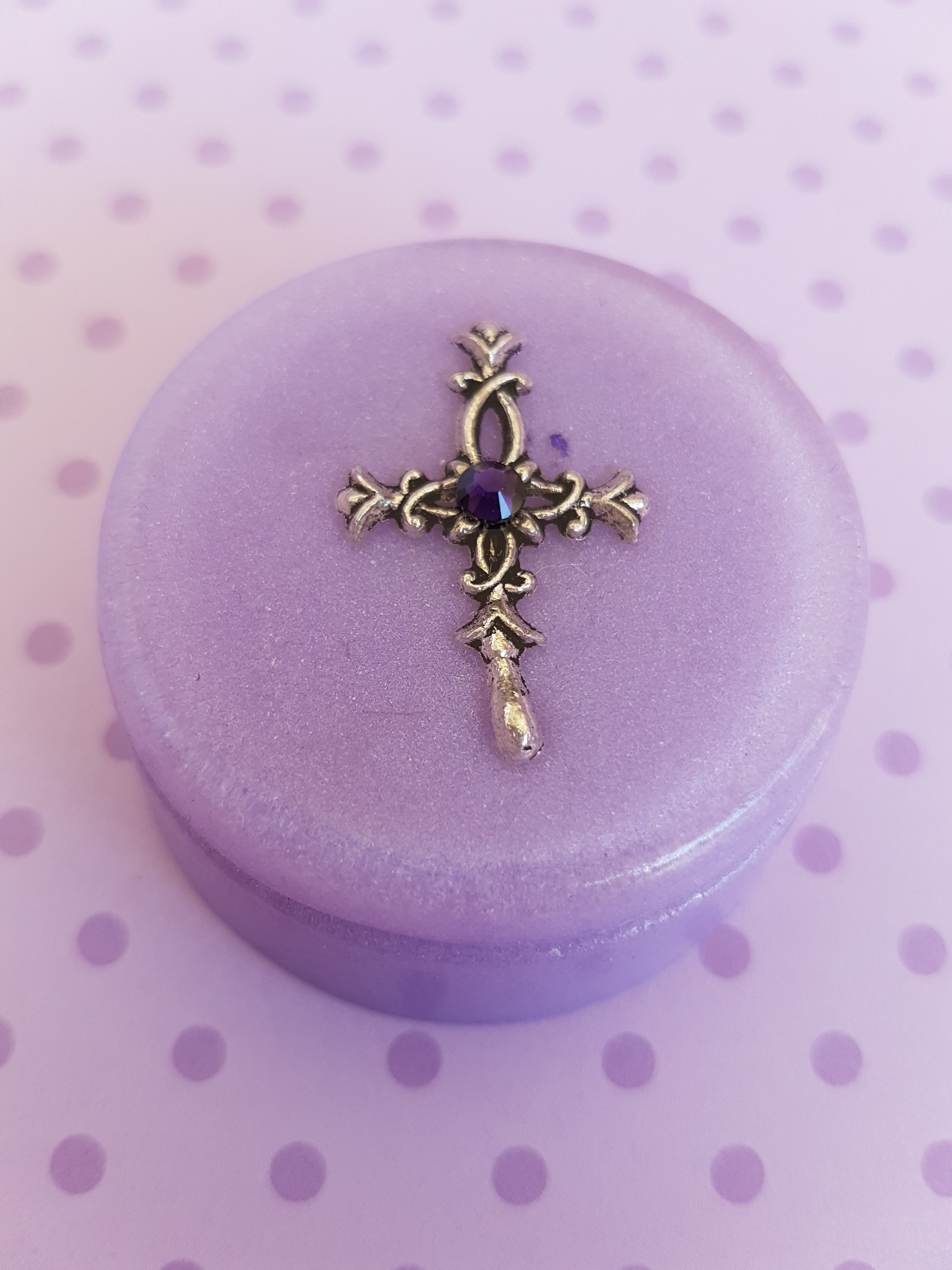 Christening box lilac small round 00225