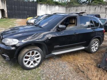 LOTE: 790 / CAMIONETA DE LUJO MARCA: BMW. MODELO: X5B. AÑO: 2011 COLOR: NEGRO
