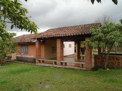 LOTE 585:  CASA HABITACIÓN UBICADA EN EL TABLÓN LAS LIMAS BARRIO BRISAS DEL ZAMBRANO