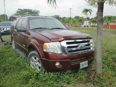 LOTE: 712 / CAMIONETA MARCA: FORD MODELO: EXPEDITION AÑO: 2008 VIN: 1FMFU15538LA35601.COLOR: ROJO ROYAL ORO. PLACA: PDC1943