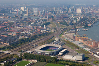 Modern Rotterdam, Feyenoord , Stadion de Kuip met skyline 2017, Ossip van Duivenbode