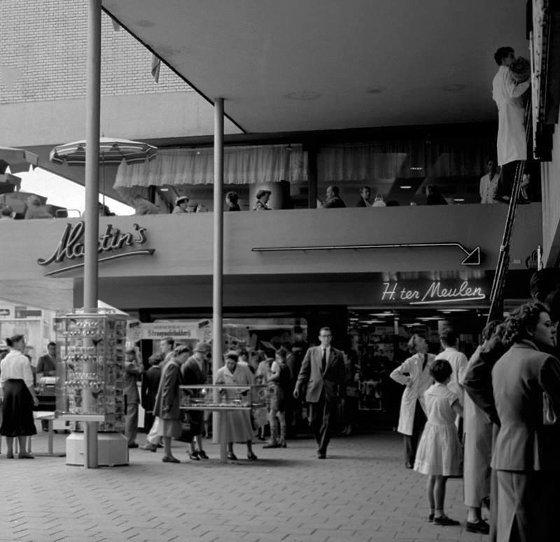 Historisch  Rotterdam, Binnenwegplein 1956 met Ter Meulen, Jan Roovers