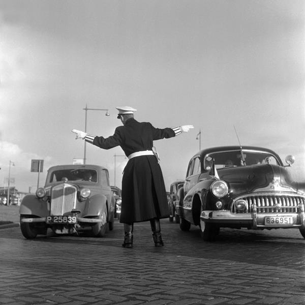 Historisch Rotterdam,  agent bij de Kuip Nederland-Belgie 1957, Vrije Volk