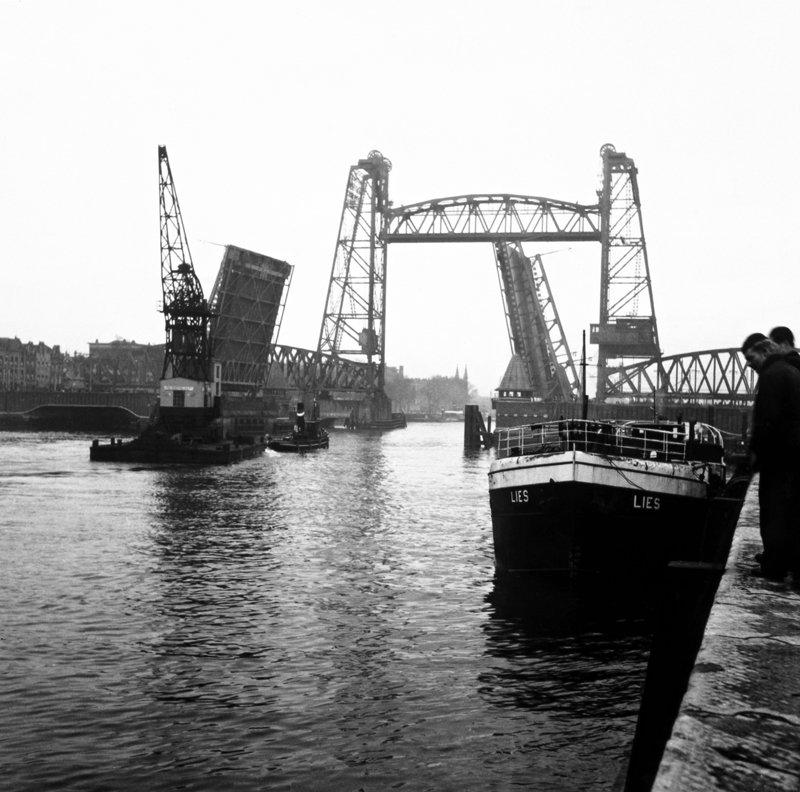 Historisch Rotterdam, Hefbrug 1970, Uitgeverij Voet