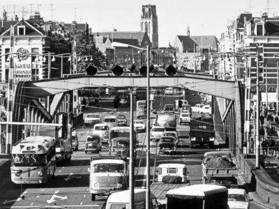 Historisch Rotterdam, Koninginnebrug Noordereiland 1968, Vrije Volk