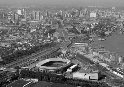 Modern Rotterdam, Stadion Feyenoord met de skyline 2017, Ossip van Duivenbode