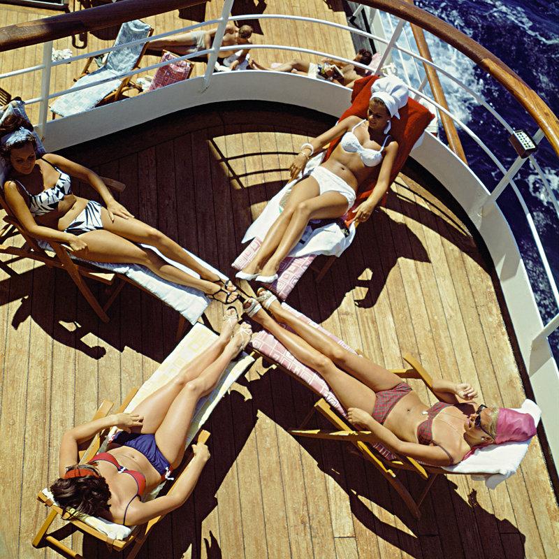 Historisch Rotterdam, zonnende dames aan boord van het SS Rotterdam 1967, Harry Mosch
