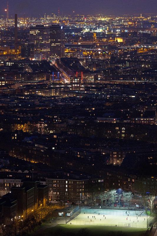 Modern Rotterdam, richting west met voetbalveldje, Ossip van Duivenbode