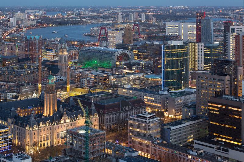Modern Rotterdam, luchtfoto van centrum met Nieuwe Maas, Ossip van Duivenbode