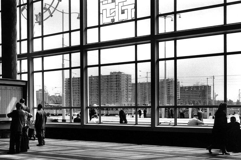 Historisch Rotterdam, Hal Centraal Station met Lijnbaanflats 1957, Jan Roovers