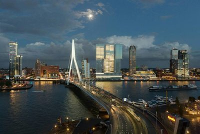 Modern Rotterdam, Erasmusbrug Kop van Zuid bij avond, Ossip van Duivenbode