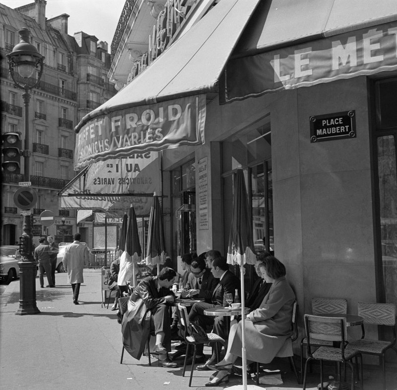 Rest van de wereld, Parijs, straatbeeld met terras jaren 50