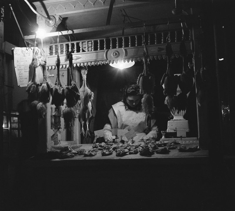 Straatbeeld Barcelona met winkel jaren 50