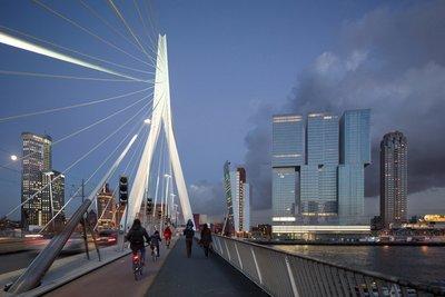 Modern Rotterdam Erasmusbrug met Kop van Zuid en de Rotterdam  2017, Ossip van Duivenbode