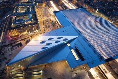 Modern Rotterdam, luchtopname Centraal Station  Ossip van Duivenbode
