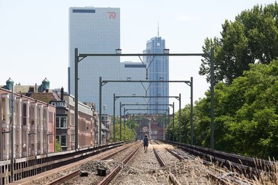 Modern Rotterdam, Op het spoor richting centrum, Delftse Poort  Ossip van Duivenbode