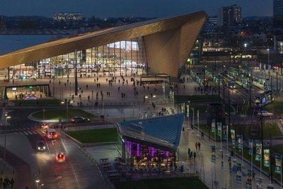 Modern Rotterdam, Stationsplein avondfoto 2017  Ossip van Duivenbode