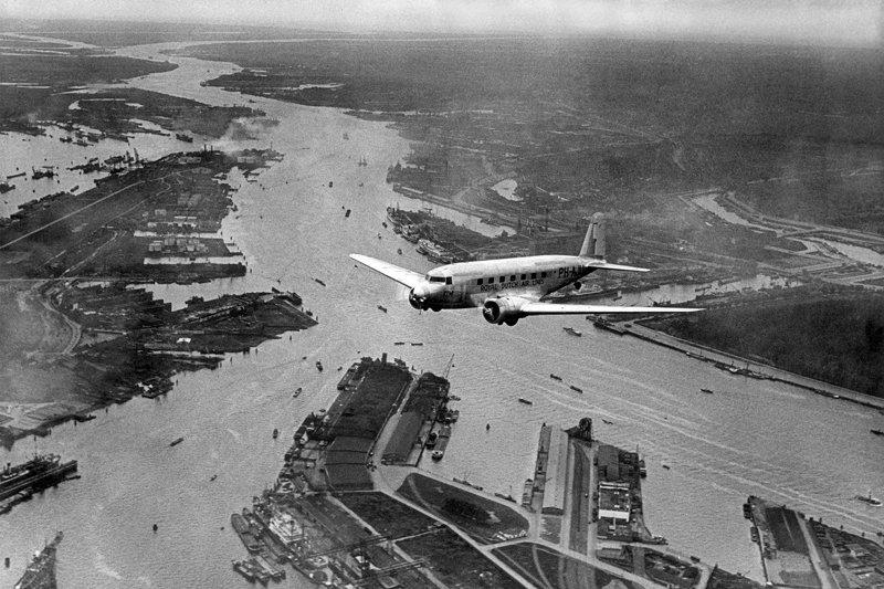 Historisch Rotterdam, luchtfoto air holland foto: Anefo
