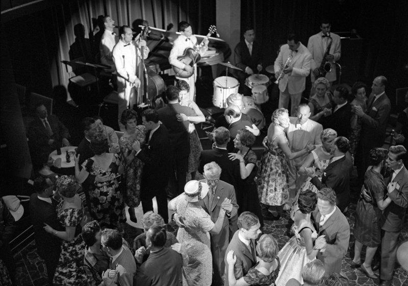 Historisch  Rotterdam, Opening Bristol Hofplein 1959, Stadsarchief Rotterdam