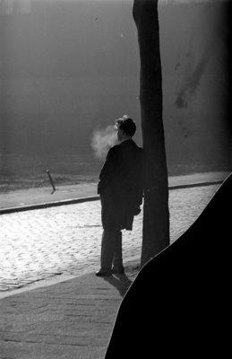 Historisch Rotterdam, Straatbeeld rokende man 1963 , fotograaf: Anefo