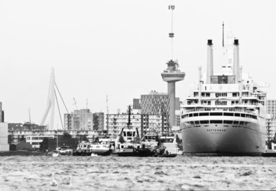 Modern Rotterdam, 'weer thuis' SS Rotterdam terug in Rotterdam 2008, fotograaf: Gert Jan van Noorden