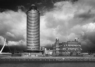 Modern Rotterdam,  zwaar weer op komst, Erasmusbrug Kop van Zuid, hotel New York, Huib Nederhof