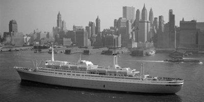 Historisch Rotterdam, SS Rotterdam 1967 voor New York zwart wit,  Harry Mosch