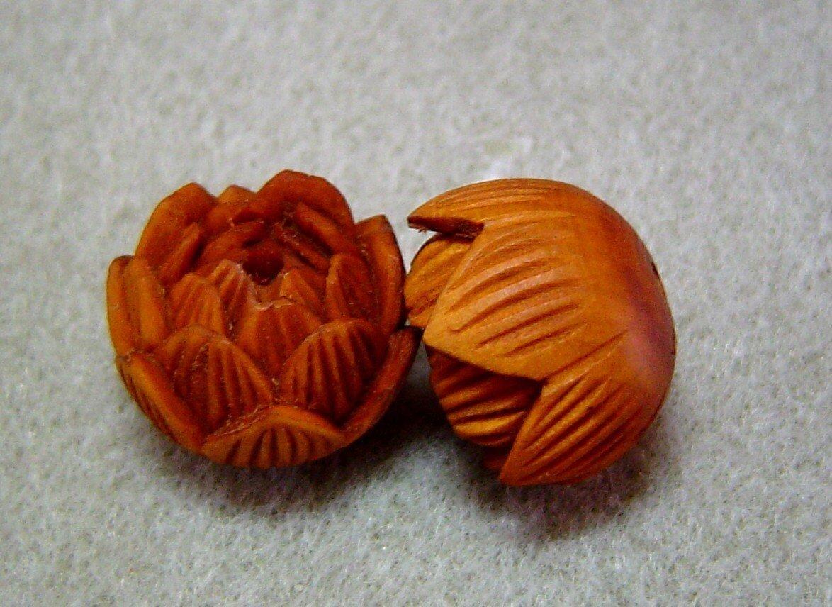 Boxwood Lotus Flower