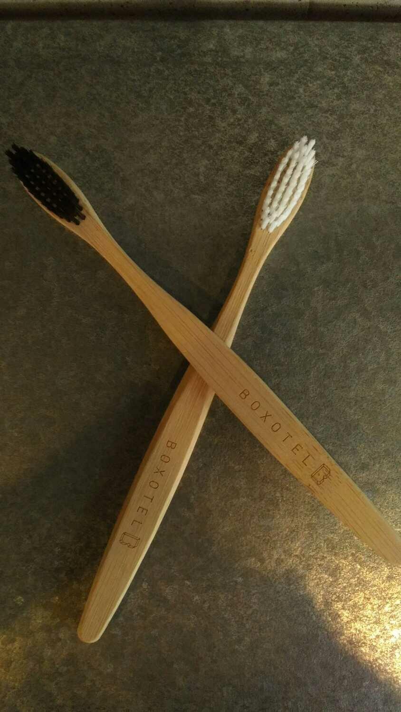 Brosse à dent en bambou / Bamboo toothbrush
