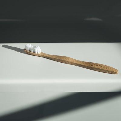 Bamboo toothbrush/Brosse à dent en bambou