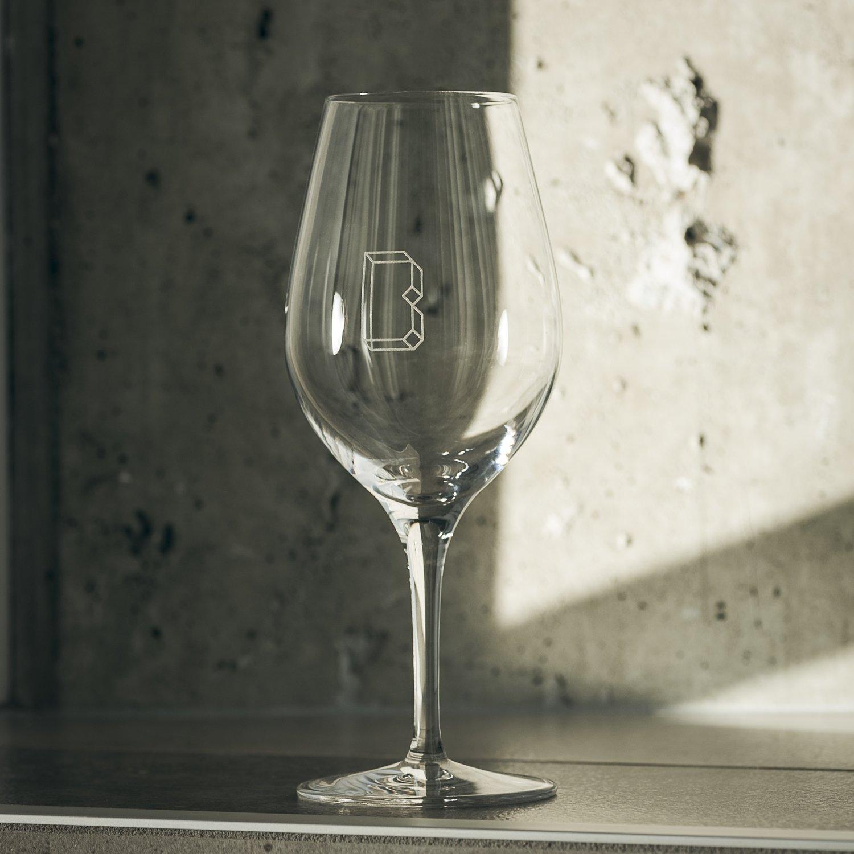 Wine glass/Verre à vin