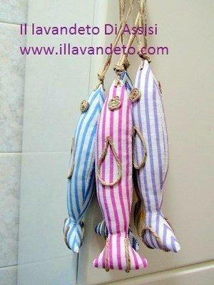 Pesci ripieni di lavanda a righe viola, fuxia, azzurro (Uno)