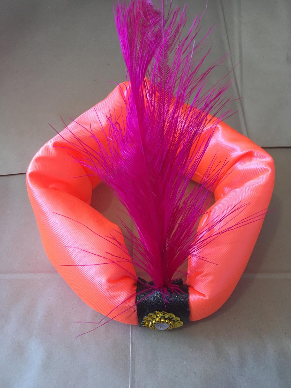 Turbante flúor con pluma