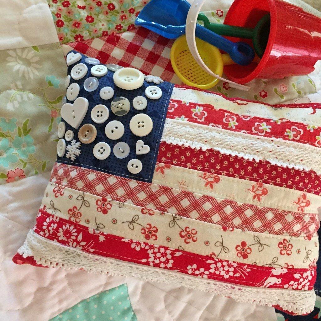JUNE 18-22 STAR SPANGLED FLAG PILLOW & NEEDLEBOOK 000500