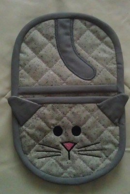 embroidery in the hoop kitty oven mitt