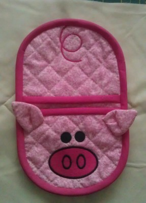 embroidery in the hoop piggy oven mitt