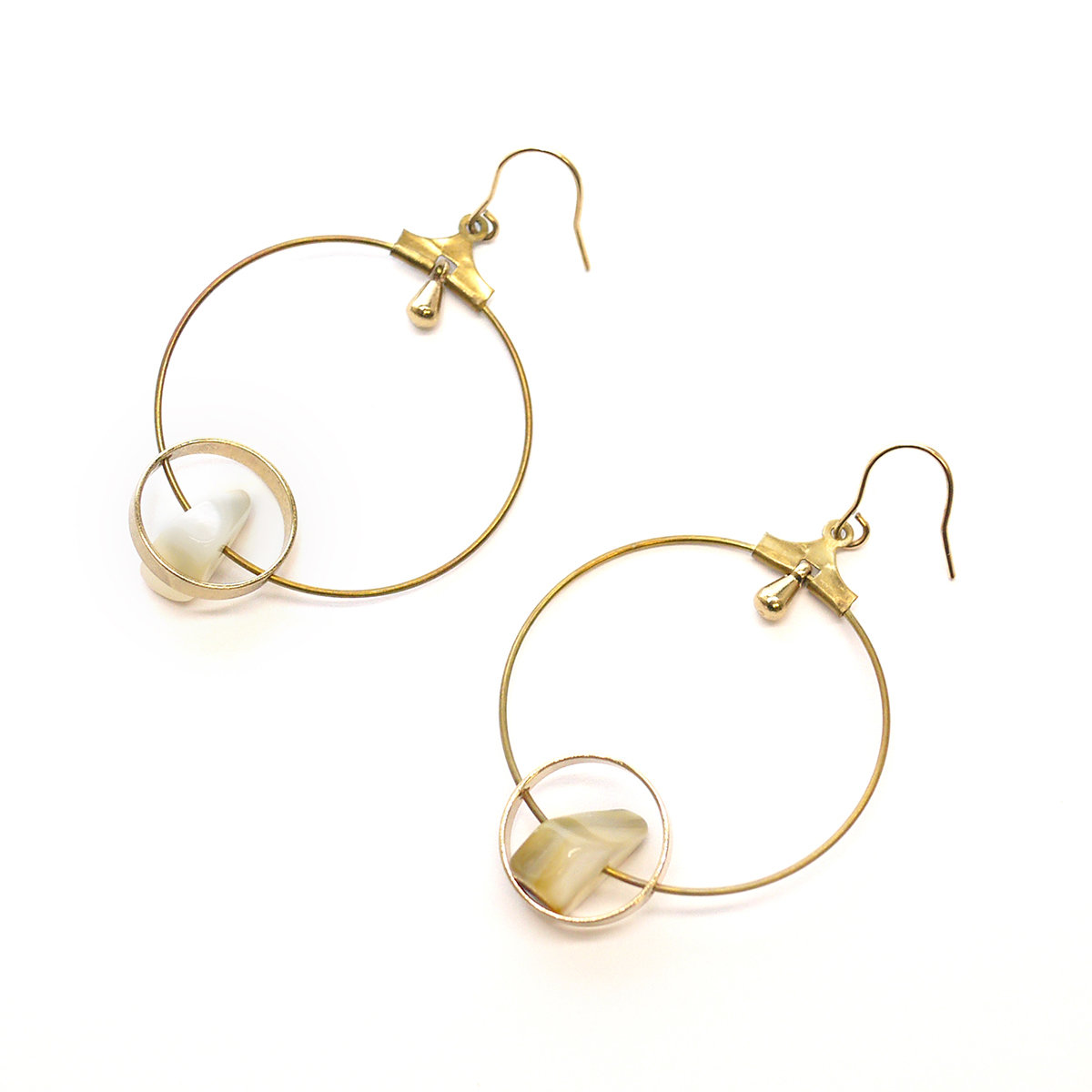Monthly special — Round earrings with pearl stones