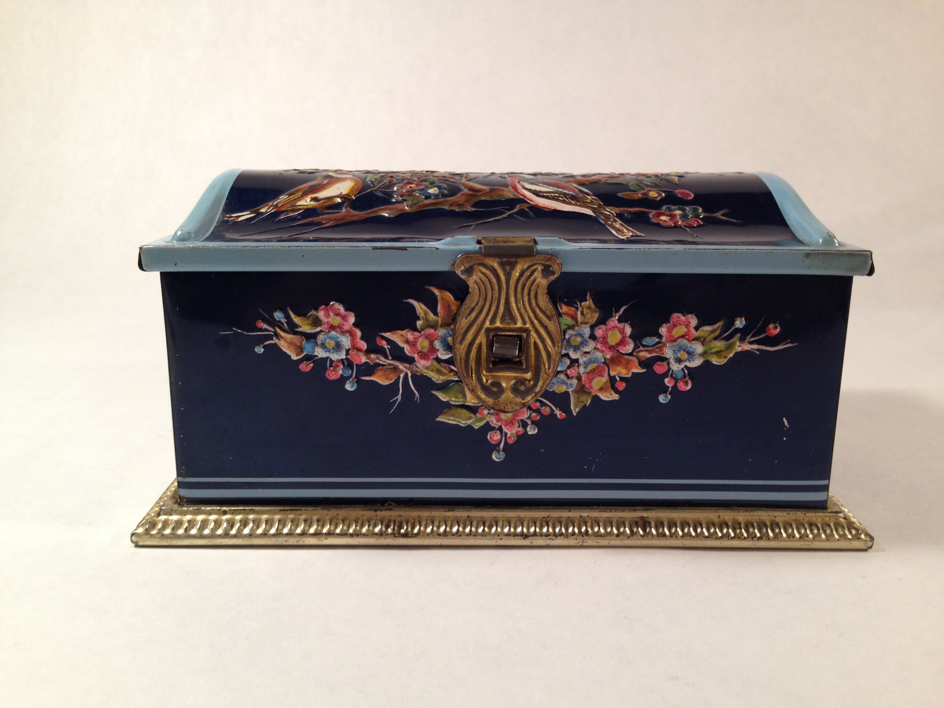 Linette Tin Box W. Germany