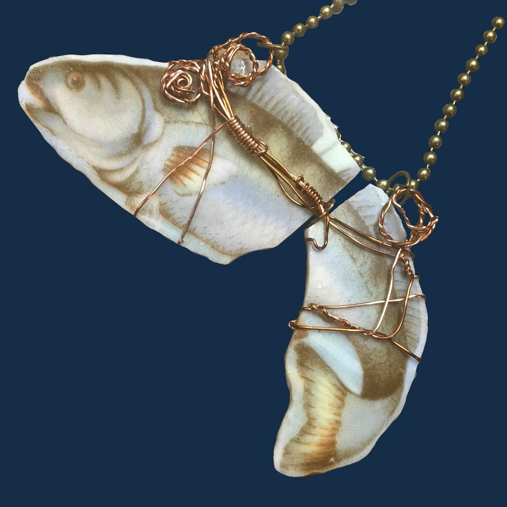 Handmade Carlsbad China Fish Plate Broken China Necklace 00856