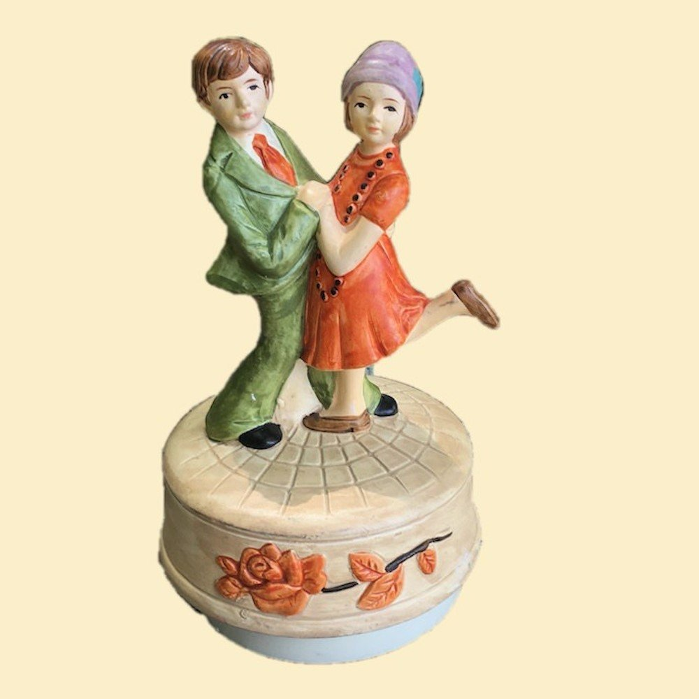 "Vintage Dancing Couple Music Box Plays ""Charleston"" 00855"