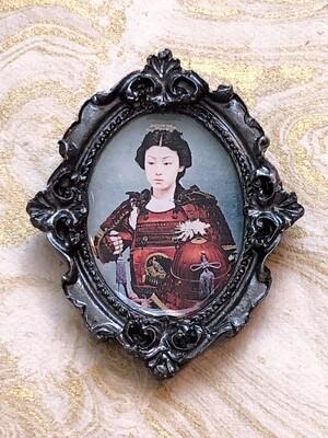 frame brooch (onna-bugeisha)