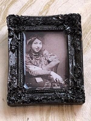 frame brooch (pamela)