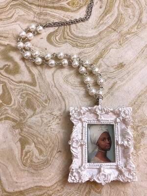 frame necklace (young woman)